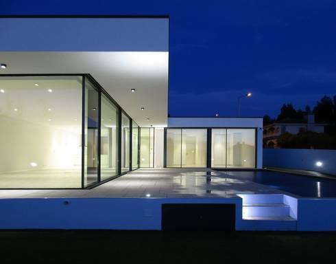 Casas modernas por Utopia - Arquitectura e Enhenharia Lda