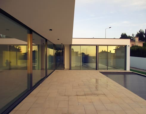 Piscinas modernas por Utopia - Arquitectura e Enhenharia Lda