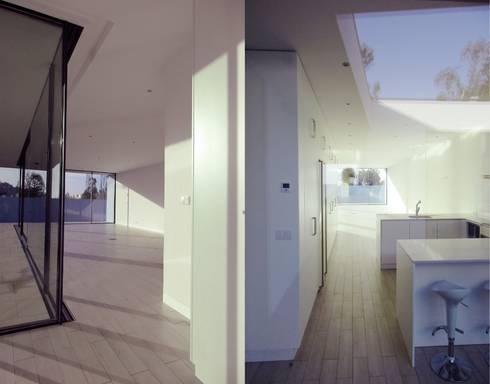 Corredores e halls de entrada  por Utopia - Arquitectura e Enhenharia Lda