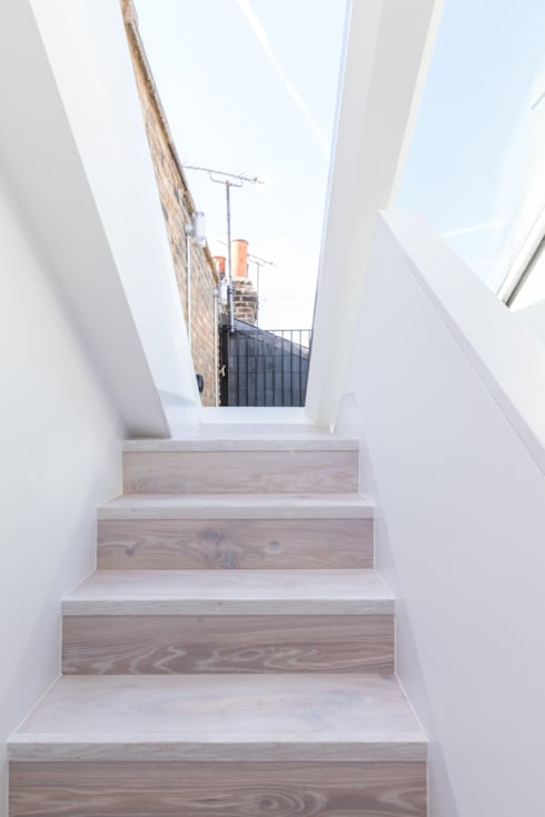 Modern flat – Loft Extension and Renovation, Fulham, SW6:  Corridor & hallway by TOTUS