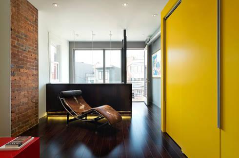 Mi Casita : Carmen's: modern Media room by KUBE Architecture