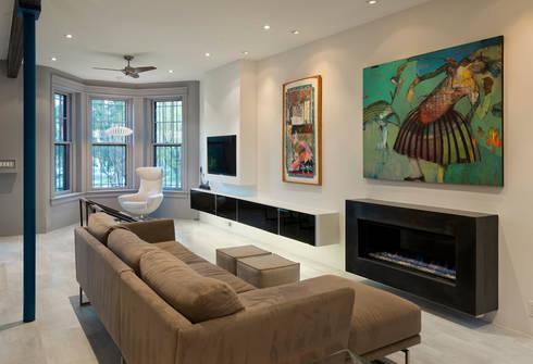 Mi Casita : Carmen's: modern Living room by KUBE Architecture