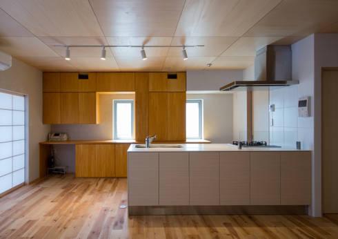 食堂: アトリエ24一級建築士事務所が手掛けたダイニングです。