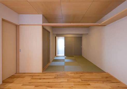 宮崎町の家(リノベーション) 楽しくゆったりマンションライフを満喫する家: アトリエ24一級建築士事務所が手掛けたリビングです。