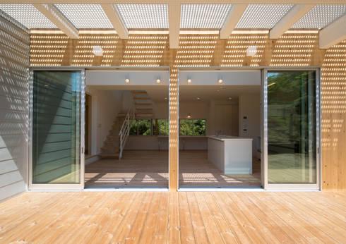 小仲台の家  陽光降り注ぐダイニングで四季の移ろいを感じながら食事を楽しむ家: アトリエ24一級建築士事務所が手掛けた家です。