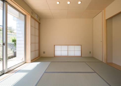 和室: アトリエ24一級建築士事務所が手掛けた和室です。