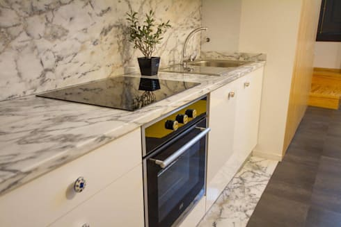 Casa dos Mercantéis: Cozinhas minimalistas por GRAU.ZERO Arquitectura