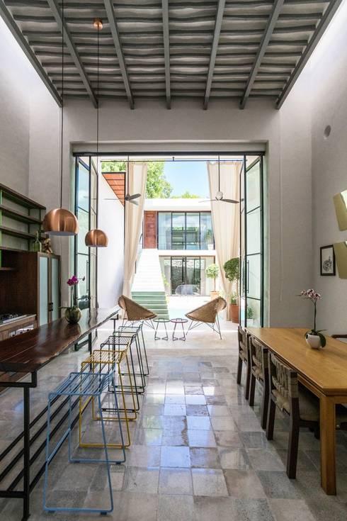 Sala da pranzo in stile  di Taller Estilo Arquitectura