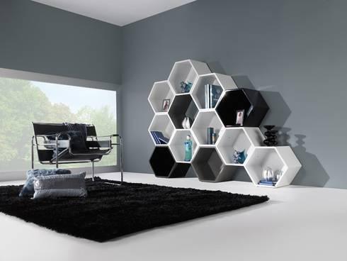 Livreiros Booksellers www.intense-mobiliario.com  OISAC : Sala de estar  por Intense mobiliário e interiores;