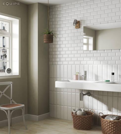 Metro White Matt 10x30 / 7,5x15: Baños de estilo escandinavo de Equipe Ceramicas