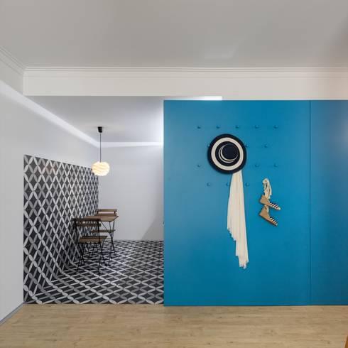 Cozinha / Apainelado: Cozinhas ecléticas por Tiago do Vale Arquitectos
