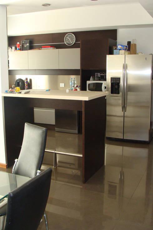 Cocinas de estilo moderno por Prece Arquitectura