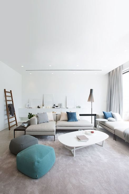 Living Room: minimalistic Living room by Sensearchitects Limited