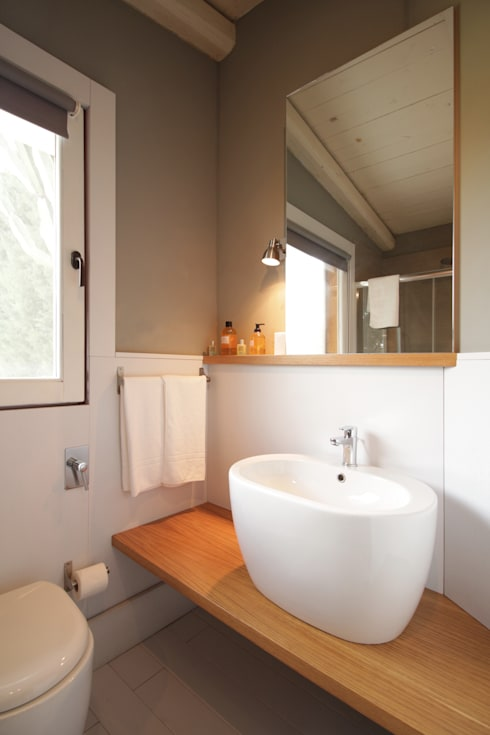 modern Bathroom by studioSAL_14