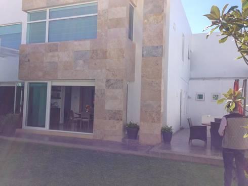 Terraza - Jardín antes de la intervención:  de estilo  por CABSA Taller de Carpintería & Arquitectura