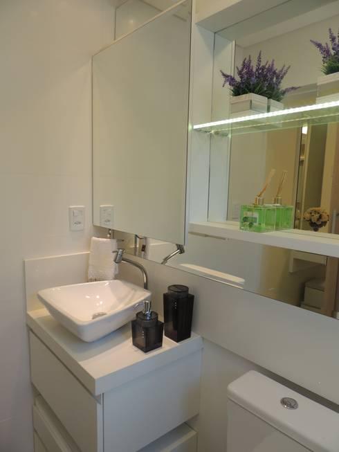 banheiro: Banheiro  por Rosé Indoor Design