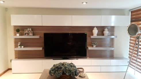 Mueble de Televisión hecho a la medida: Salas de estilo minimalista por CABSA Taller de Carpintería & Arquitectura