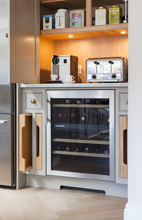 Wandsworth: classic Kitchen by Lewis Alderson