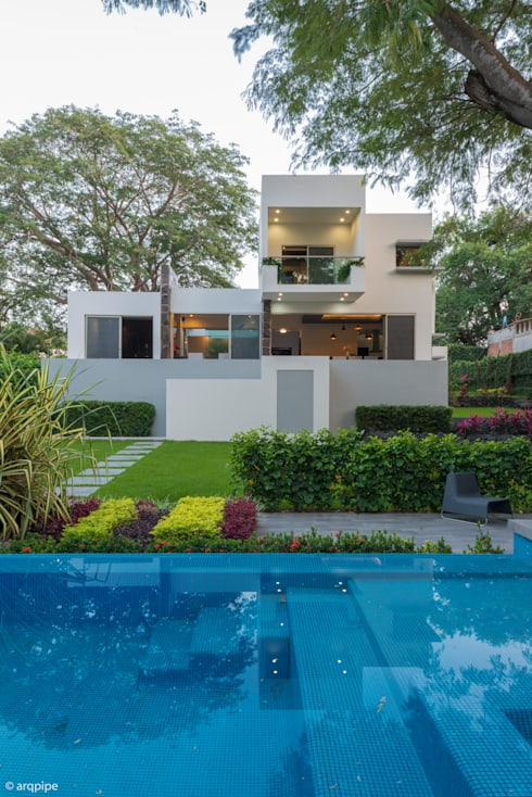 CASA PAROTA: Casas de estilo  por LUIS GRACIA ARQUITECTURA + DISEÑO