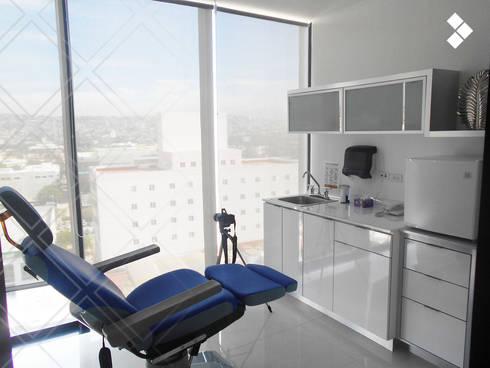 Consultorio: Clínicas / Consultorios Médicos de estilo  por CDR CONSTRUCTORA