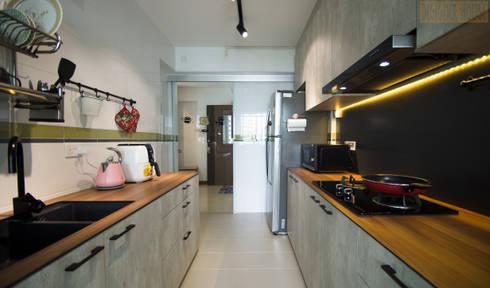 Punggol Waterway Brooks BTO: minimalistic Kitchen by Designer House