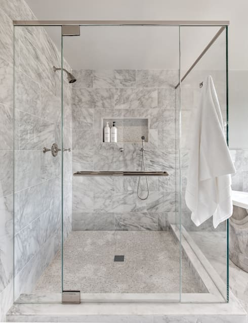 Master Bath:  Bathroom by Clean Design