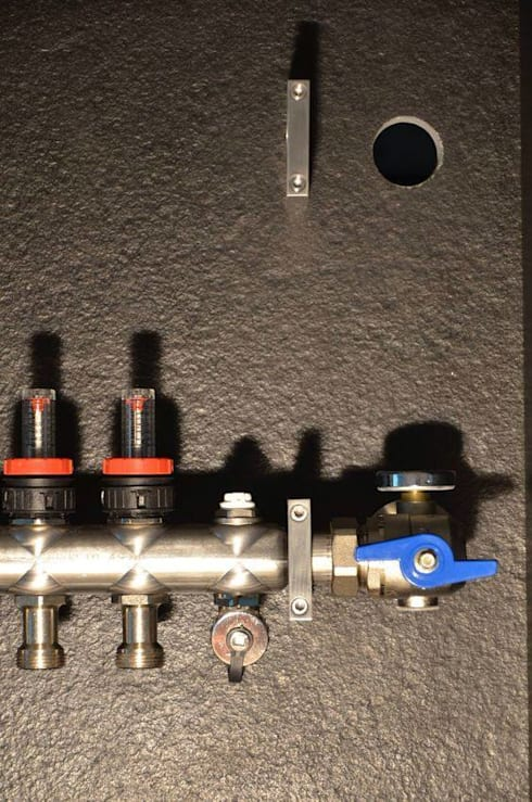 (1) customized manifolds & cabinets: Casa  por Dynamic444