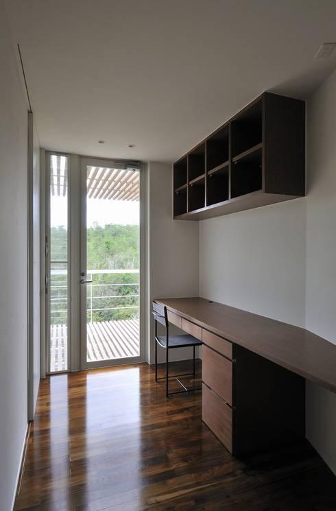 Sh-house: Ikuyo Nakama Architect Design Officeが手掛けた書斎です。