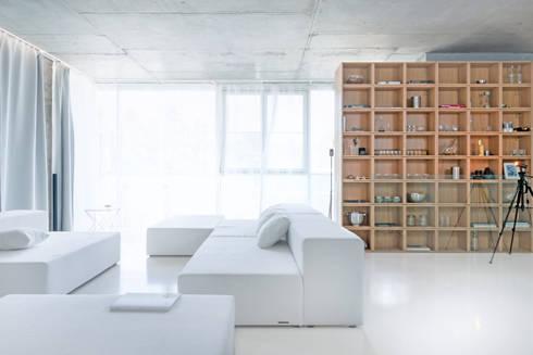 Номинация новаторство: интерьер квартиры до 150 м: modern Living room by Archiprofi
