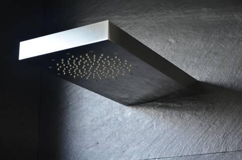 (3) Bathrooms / shower: Casas de banho ecléticas por Dynamic444