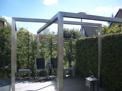 Moderne tuin met pergola van rvs door joke gerritsma tuinontwerpen