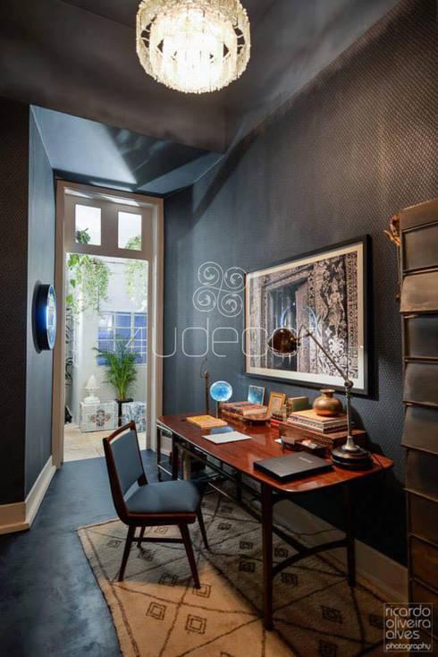 Sala de Estar com paredes em Microcimento: Sala de estar  por 4Udecor Microcimento