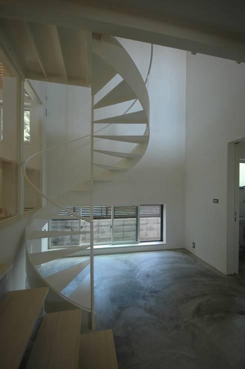 フレンチブルと暮らす家: FORMA建築研究室が手掛けた和室です。