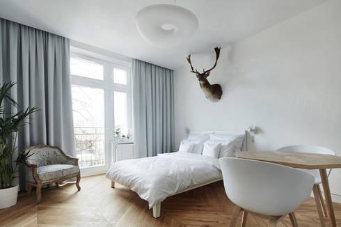 Daniel Apartment : minimalistic Bedroom by BLACKHAUS