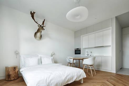 Daniel Apartment : minimalistic Living room by BLACKHAUS