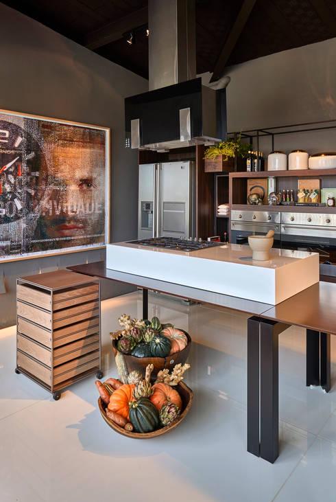 Dining room by MARCOS DE PAULA ARQUITETURA E INTERIORES