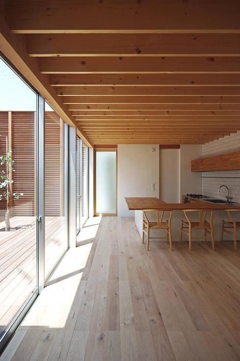 DK: 空間建築-傳 一級建築士事務所が手掛けたキッチンです。