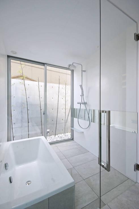 浴室: 空間建築-傳 一級建築士事務所が手掛けた浴室です。