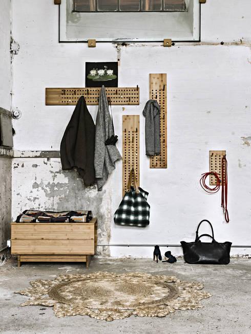 Garderobe scoreboard von we do wood bei holzdesignpur von for Garderobe treppenhaus