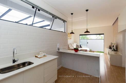 Cozinhas escandinavas por Alkaa Arquitetos Associados