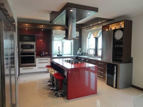 cocina: Cocinas de estilo moderno por arketipo-taller de arquitectura