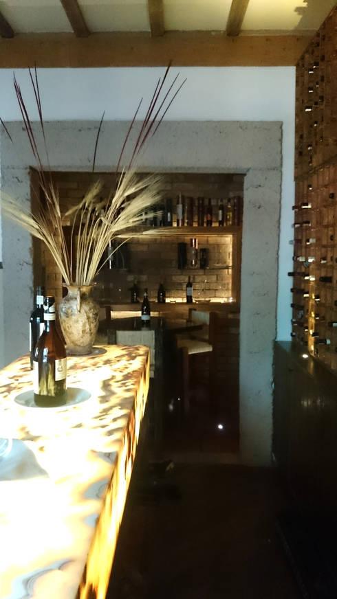 CAVA Y PRIVADO: Restaurantes de estilo  por Labinterfases