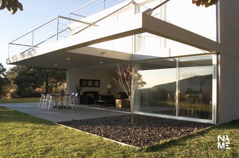 CASA BS: Jardines de estilo moderno por NAME Arquitectos