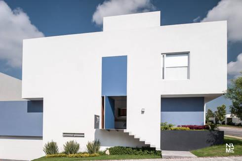 FACHADA PRINCIPAL: Casas de estilo moderno por NAME Arquitectos