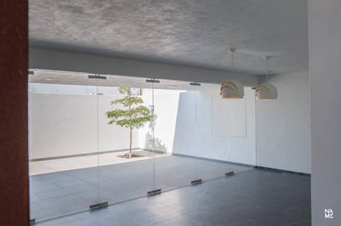 SALA/COMEDOR - TERRAZA: Terrazas de estilo  por NAME Arquitectos