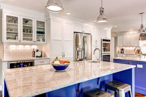 Heritage Greens Kitchen and Bathroom : classic Kitchen by Studio Design LLC
