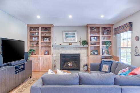 Homestead II Kitchen and Living Room: classic Living room by Studio Design LLC