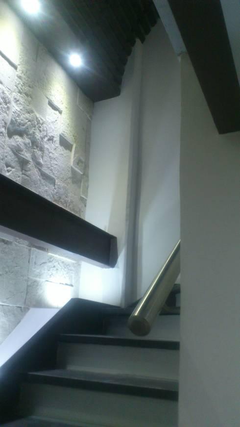CIRCULACION VERICAL: Estudios y oficinas de estilo moderno por DISEÑO APLICADO AVANZADO DE GUADALAJARA 2