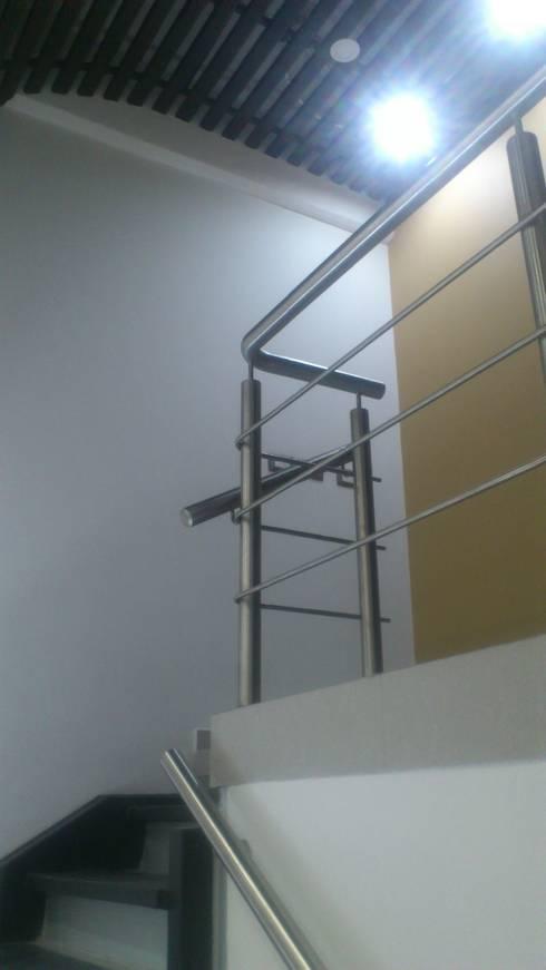 OFICINAS CORPORATIVAS : Estudios y oficinas de estilo moderno por DISEÑO APLICADO AVANZADO DE GUADALAJARA 2