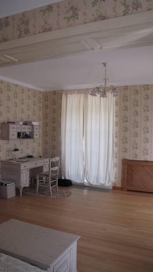 Дом в Захарово: Спальни в . Автор – архитектурная мастерская МАРТ